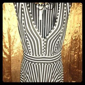 Max Studio size M sleeveless v neck dress